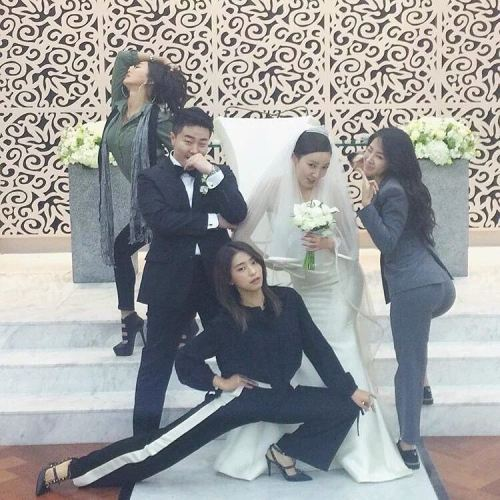 exolstar1: When you invite your close friend to your wedding be like…. #sistar #bora #soyou #hyolyn