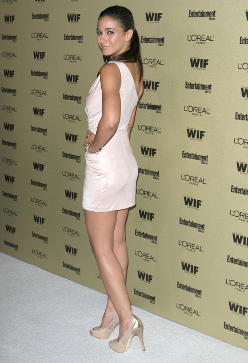 one legged nude wome