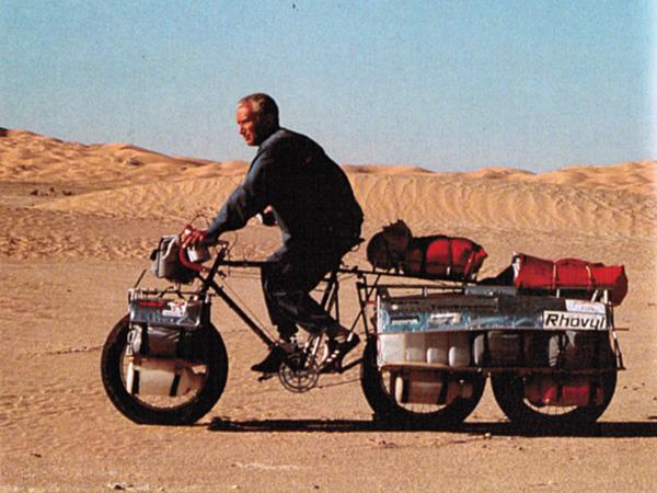 Dans les années 80, Jean Naud a utilisé un vélo sur mesure pour traverser le désert en Algérie.