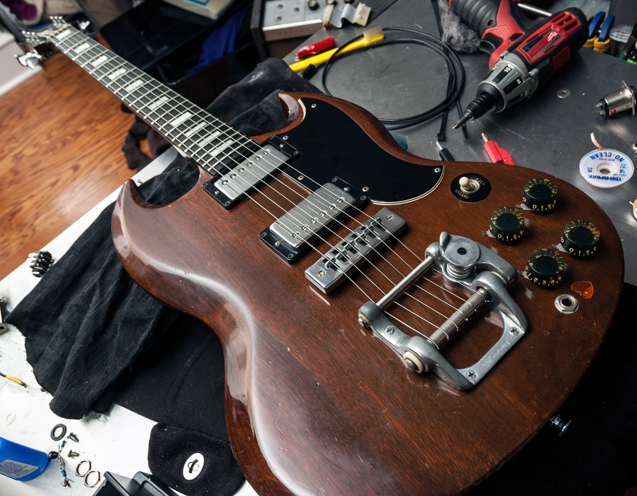 hight resolution of early 70s gibson sg that came in for a new volume pot cleaning and