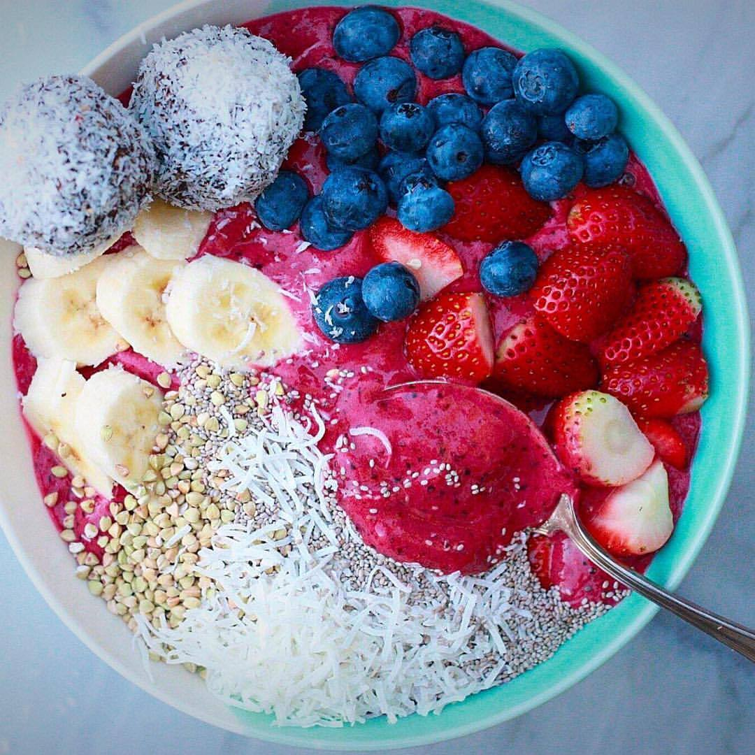 Afternoon delights keeping us going 💪🏻💪🏻💪🏻 Smoothie bowl with organic frozen pineapple, organic berries, coconut milk and @superelixir protein 👊🏻 #itsthebomb with a few Choc Green Mint Protein Balls on the side 🙊The best ever Protein Ball recipe...
