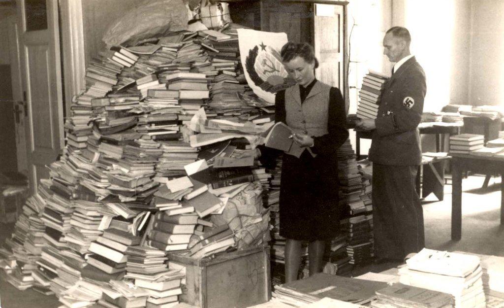 El sueño del bibliotecario que quiere devolver los libros robados por los nazis a sus dueños