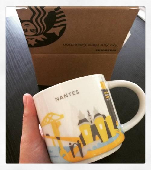 La grue jaune, la tour Bretagne, le Lu mais pas d'éléphant sur l'âme mug Starbucks Nantes #Starbucks #Nantes #mug #coffee #cafe #tasse #drink #cupofcoffee (à Starbucks)