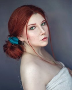 hotcosplaychicks:  Triss Merigold 4 by ThePuddins  Check out http://hotcosplaychicks.tumblr.com for more awesome cosplayWe're on Facebook!https://www.facebook.com/hotcosplaychicks