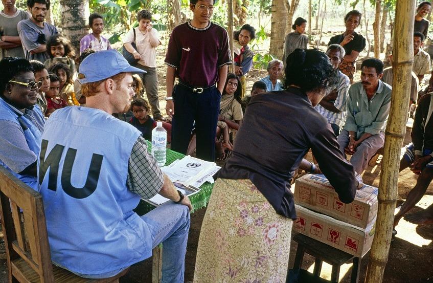 UN Pulse - Dag Hammarskjöld Library • 1999 - Assisting East Timor's transition to...