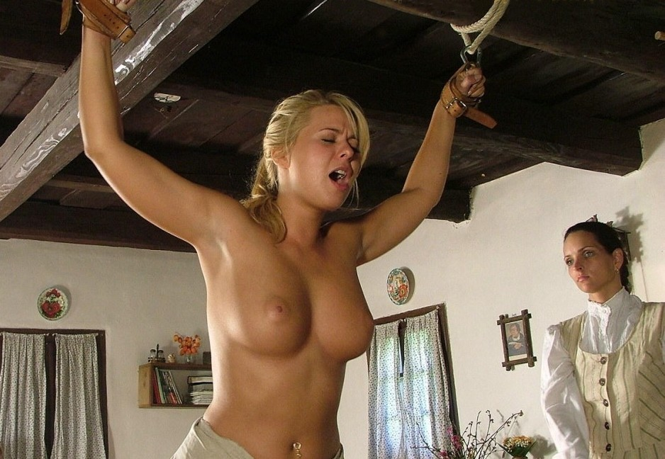 kinkissx:  punishment of a slave girl