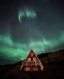 Knrth Sleep Under Northern Lights