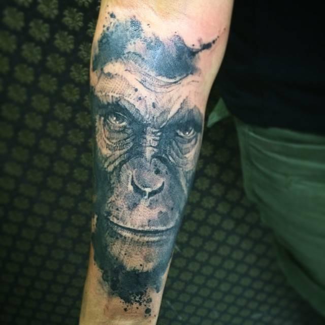 Tatuaje De Estilo Acuarela De Un Simio Situado En Tatuajes