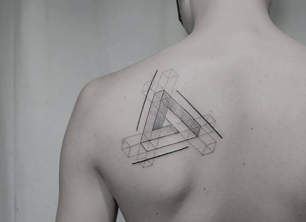 Tatuajes Del Triángulo De Penrose En El Omoplato Tatuajes Para