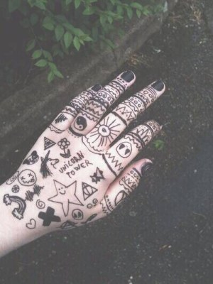 grunge doodles sharpie tattoo tattoos tatuaje tatuajes drawings draw tatoo bored random follow fun modele accounts drawing doodle simple emoji