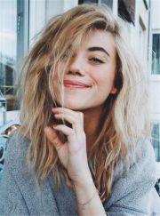blond medium hair