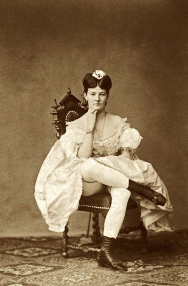 81fdb86cb423 28 cool vintage pics that show what saucy Victorian ladies looked like.