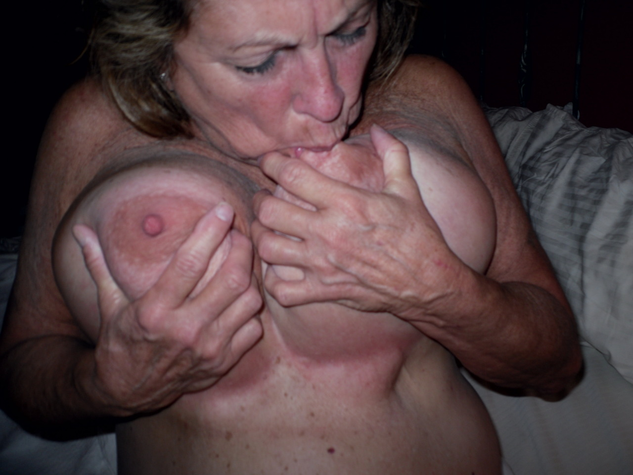 wife sucking tits