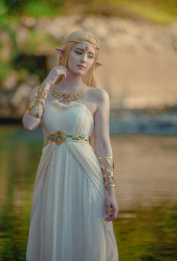 hotcosplaychicks:  Princess Zelda - Breath of the Wild by onbluesnow  Check out http://hotcosplaychicks.tumblr.com for more awesome cosplayWe're on Facebook!https://www.facebook.com/hotcosplaychicks