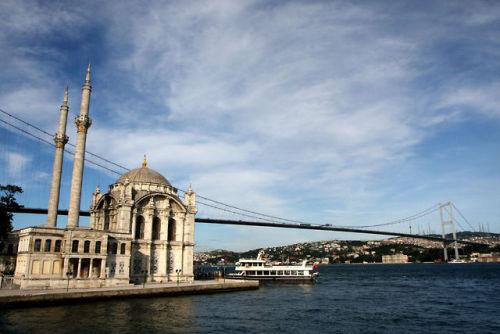 Ortaky Sulle rive del Bosforo allinterno del  Istanbul per italiani