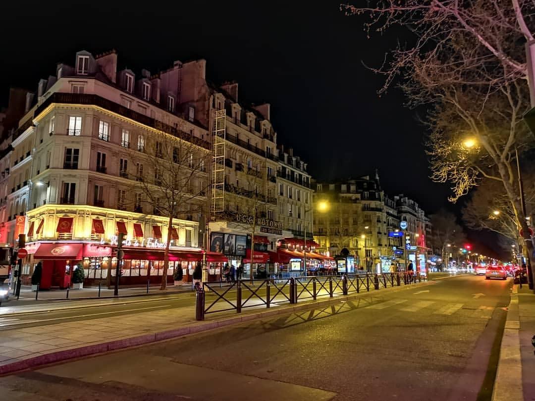 深夜のパリ (La Coupole Paris)https://www.instagram.com/p/BvaJQJ7gCkf/?utm_source=ig_tumblr_share&igshid=hj7qsjb91ccp