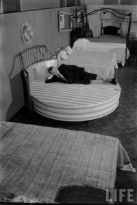 circular bed | Tumblr