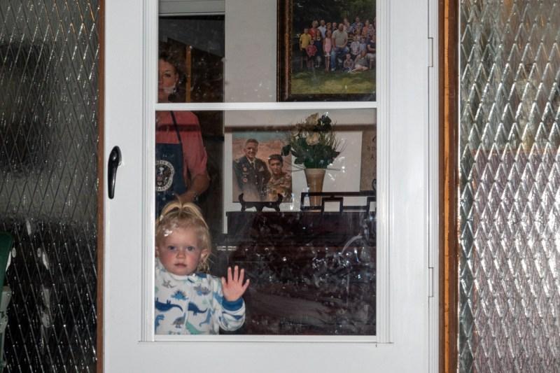 Кэролайн Тейлор в доме своей бабушки в Северном Огдене, штат Юта, в сентябре. Ее отец, Брент Тейлор, был убит во время службы в Афганистане в ноябре 2018 года.