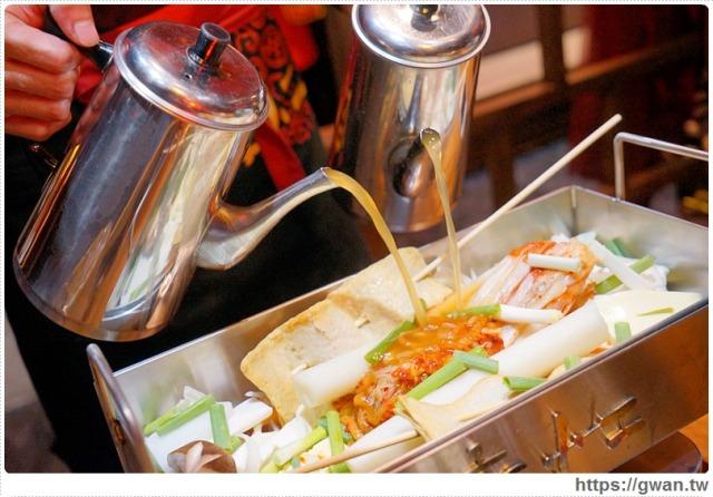 跟著關關看世界 — 店小二串燒vs燒肉 — 韓式大長今鍋加豪華海鮮盤   聚會圍爐超吸睛的方形火鍋