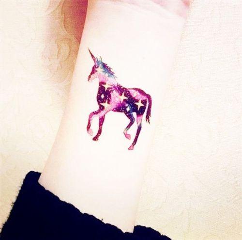 30 Tatuajes De Unicornio Que No Sabías Que Necesitabas