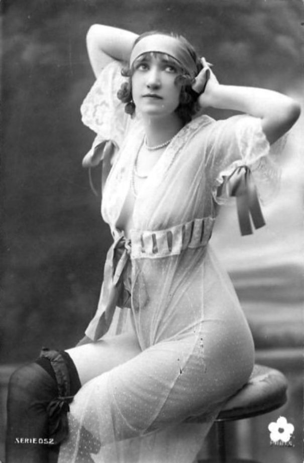 eee237b1e 28 cool vintage pics that show what saucy Victorian ladies looked like.