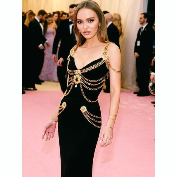 5bc27846ae4 Lily Rose Depp wearing a vintage Chanel dress from 1992 collection and yes,  she looks stunning! Christy Turlington was the first one to wear this  beautiful ...