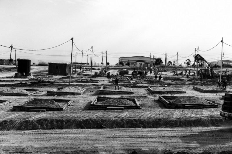 Лагерь Гавилан в Ираке все еще находится в стадии строительства, даже если приезжие прибывают ежедневно.