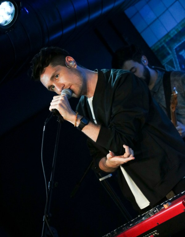 Hq Bastille Fresh 102.7