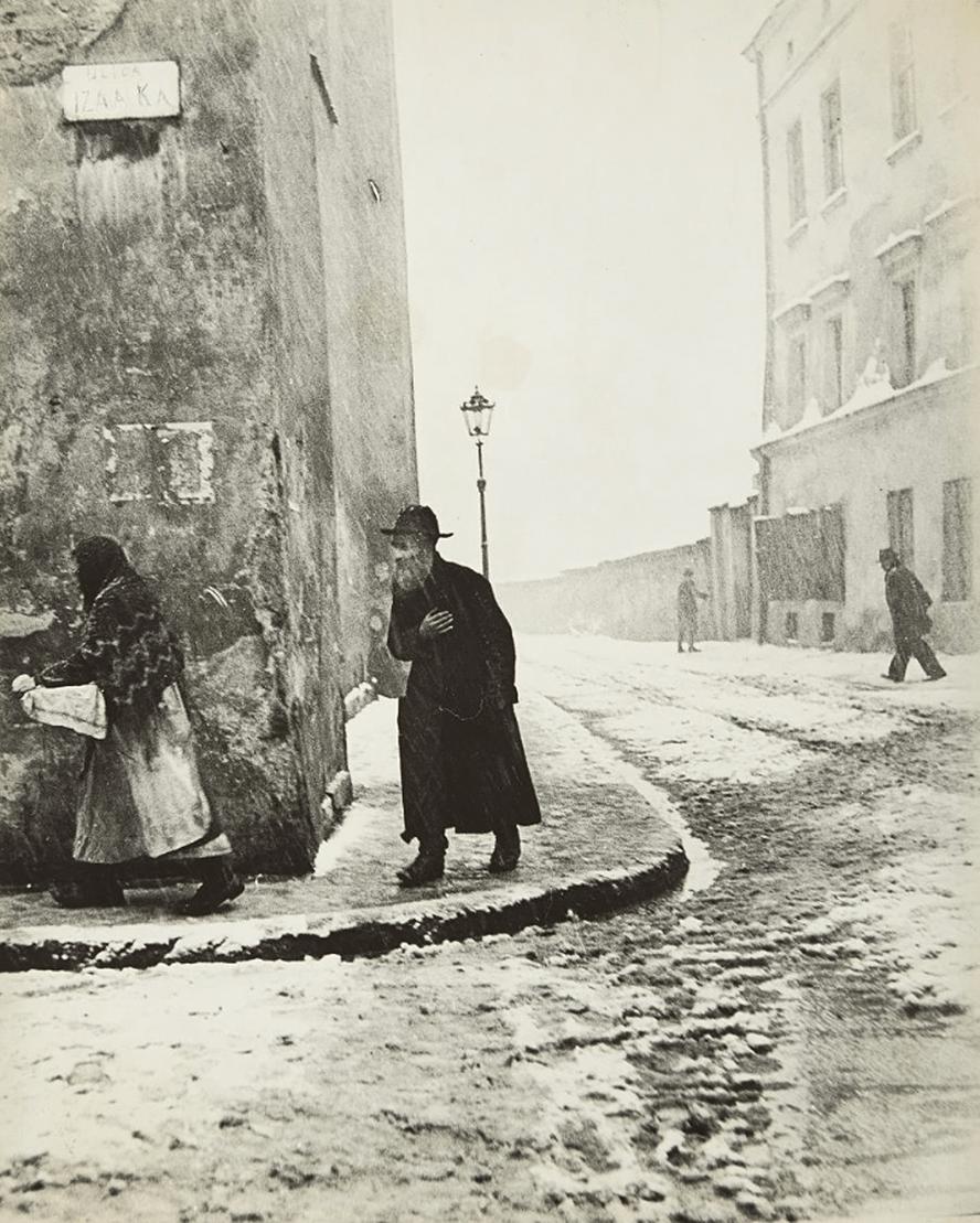 "kafkasapartment: ""Isaac Street, Krakow, 1938. Roman Vishniac. Gelatin silver """
