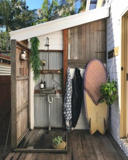 indoek:  Thinking cool, refreshing thoughts on this hot summer afternoon.. Here's a sneak peek at a new #SurfShack feature (coming soonish) to set the mood. 🚿☀️#outdoorshowerlife #sundaychillzone~~~Link in profile for more #SurfShacks goodness:shop.indoek.com (at Byron Bay)