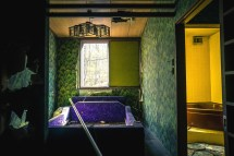 Abandoned Love Hotel With Vivid Color. - Elugraphy