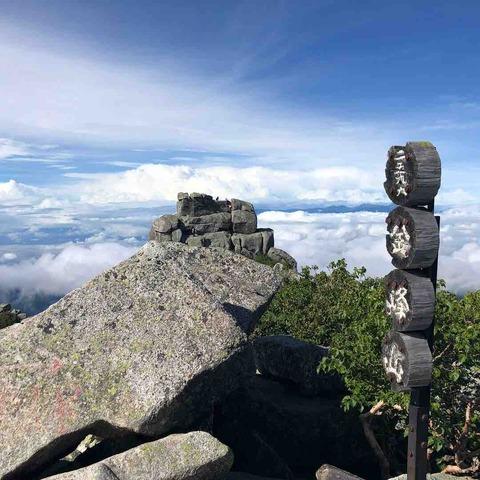 金峰山山頂と五丈岩