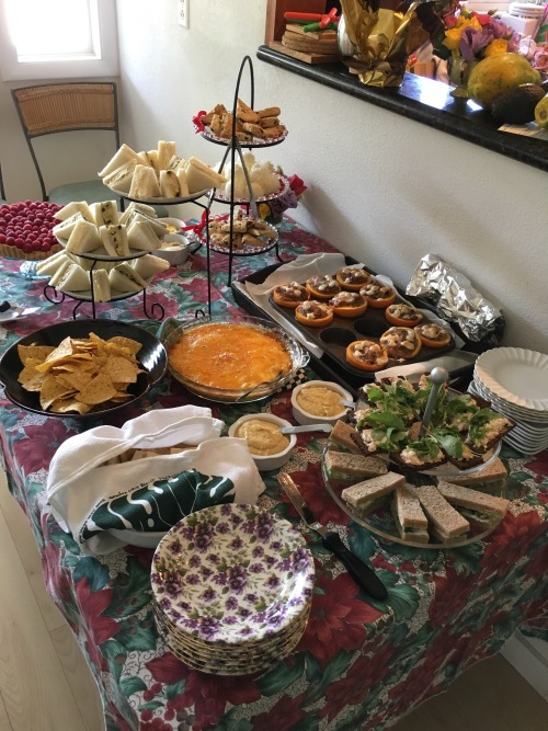 Things that are awesome: when one of your high school besties ends up becoming a CIA-trained chef and invites you over for a holiday tea just because she felt like she should use her afternoon tea dishes she's accumulated over the years.