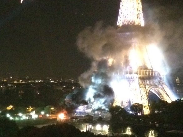 WHAT IS HAPPENING AT THE EIFFEL TOWER!?