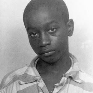 Pena di morte negli Usa: riconosciuto innocente il quattordicenne ucciso 70 anni fa Quando fu ucciso, George Stinney era troppo piccolo per sedersi sulla sedia elettrica e dovette sedersi su alcuni elenchi telefonici per consentire l'esecuzione, che...