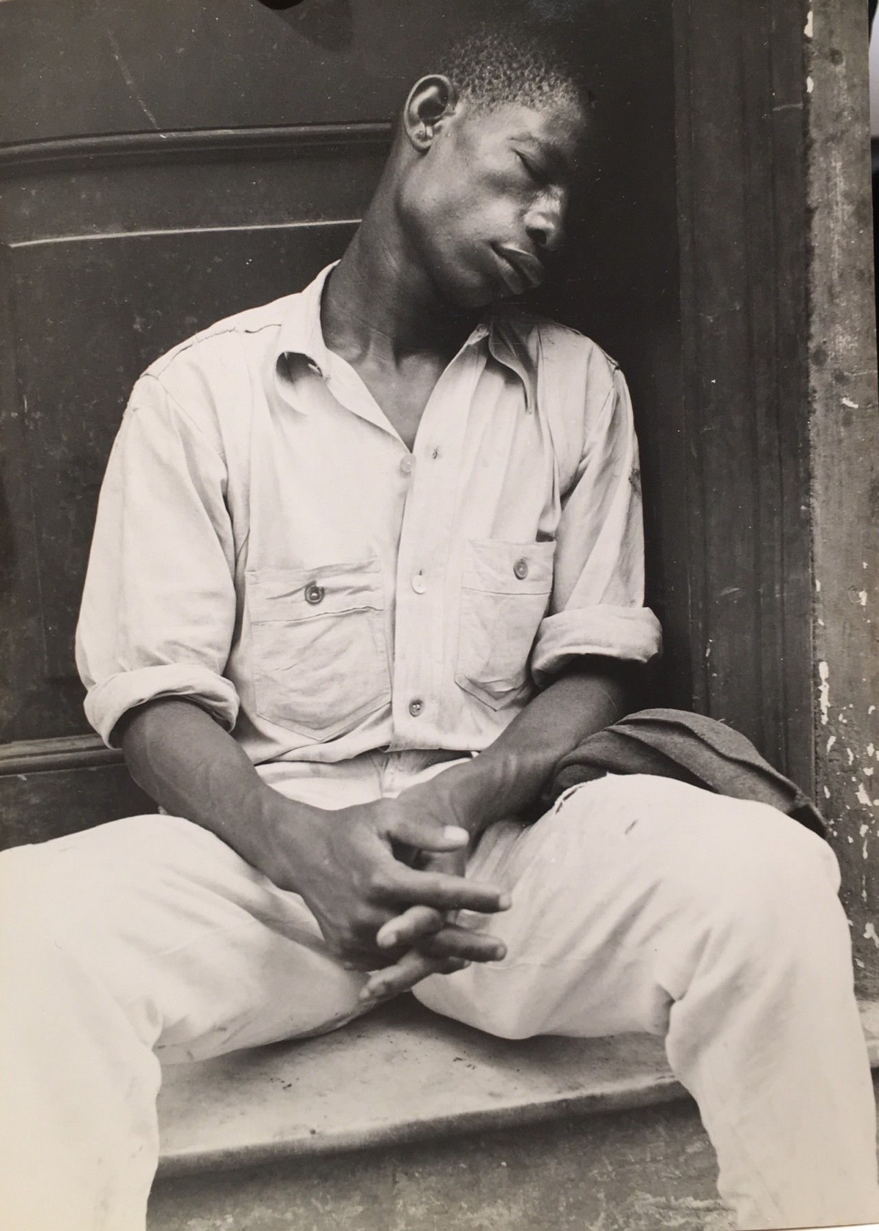 WalkerEvans- Man Asleep On A Stoop -Havana Cuba ,1933