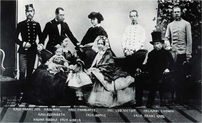 1861年のオーストリア皇帝一家、ゾフィー大公妃は中央に座っている 出典:Wikipedia
