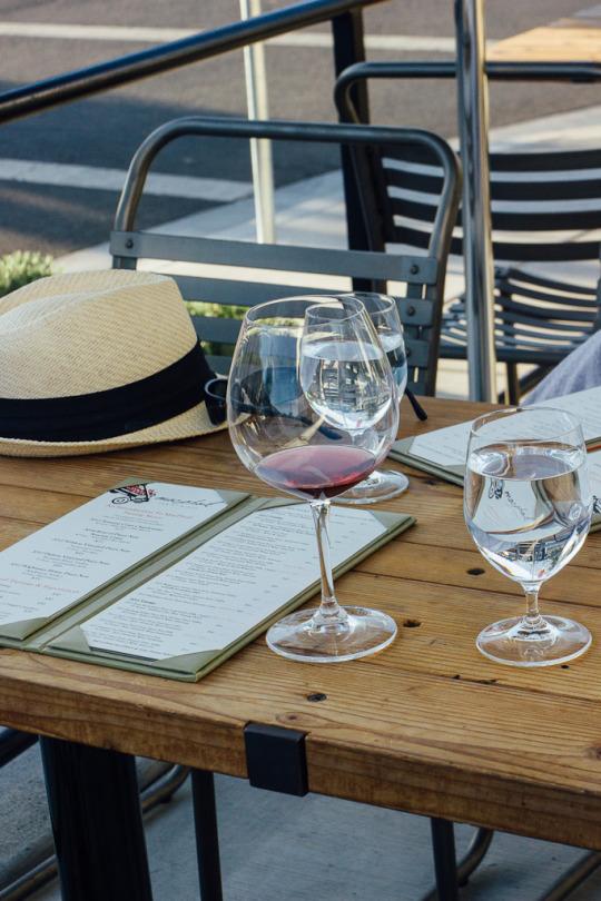 dog friendly guide to Sebastopol, wine tasting at Barlow