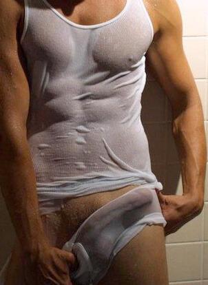 boys molhado com mega pau duro na cueca