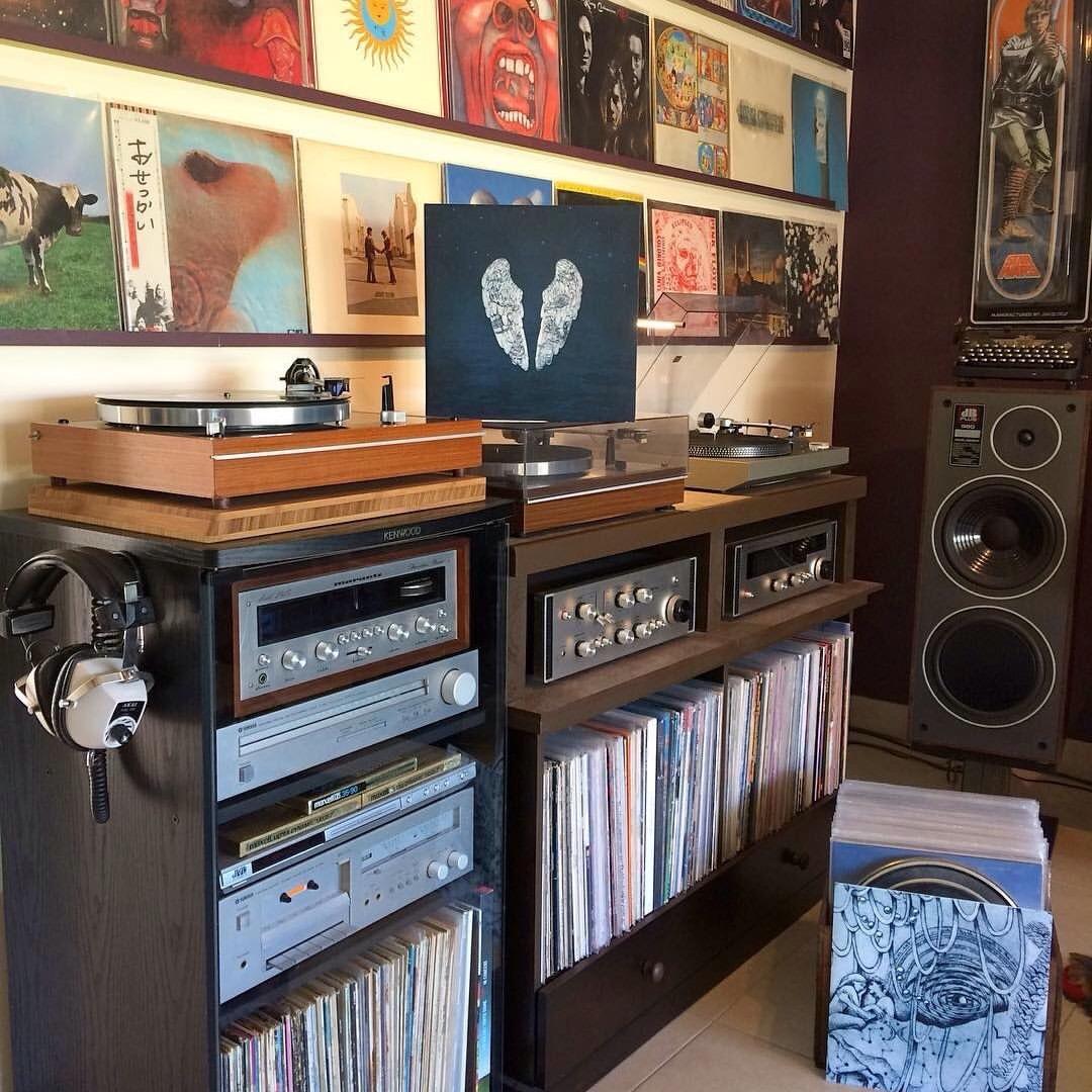 """ilpianistasultetto: """" e ti ritrovi ad ascoltare una canzone praticamente in loop…sempre quella, sempre la stessa..provi a cercare un perchè e capisci che è uno stato d'animo.. Pink Floyd - Hey You """""""
