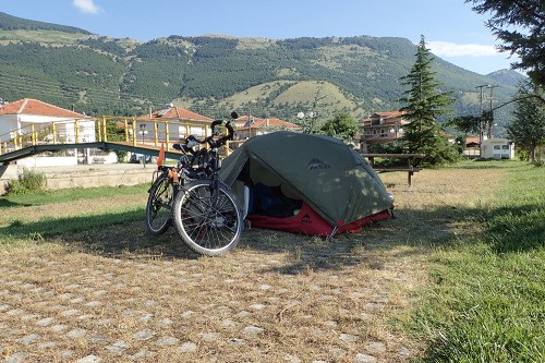 Camping dans le village