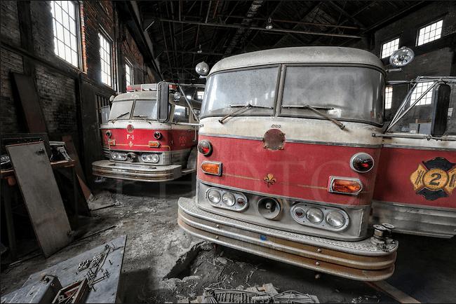 braveresponders-old-mack-fire-trucks-abandoned