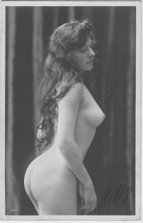 "tuturevintage: ""Unknown - 5017 "" Statuesque in the best possible way. Gorgeous tresses to her waist. A real beauty."
