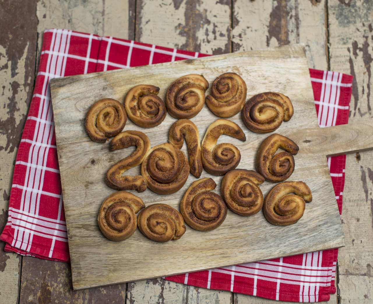 starting the new year with fresh baked cinnamon rolls - happy new year to everyone!