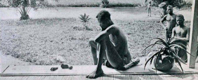 """corallorosso: """" Immigrazione, quando noi europei tagliavamo le mani ai bambini africani di Ferruccio Sansa Trovo questa immagine in un archivio. Non posso credere a quello che dice la didascalia: """"Congo belga 1904, un padre osserva i piedi e le mani..."""