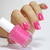 hot pink nail polish on Tumblr