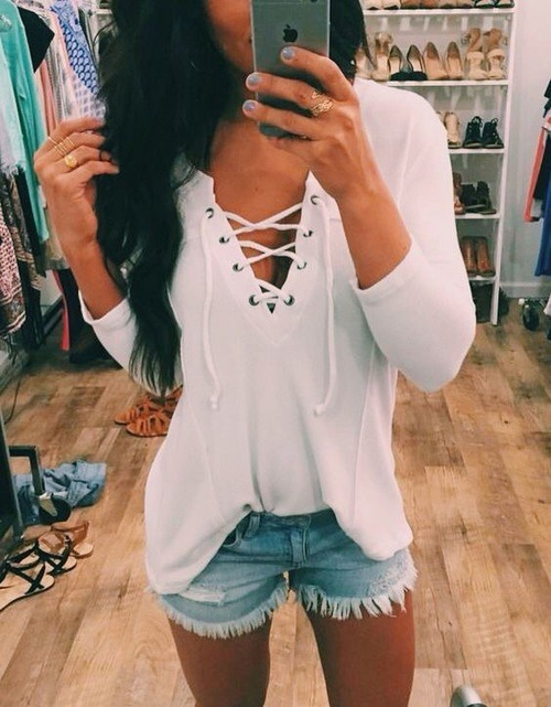 $11.66 Get this white lace up blouse »here« !