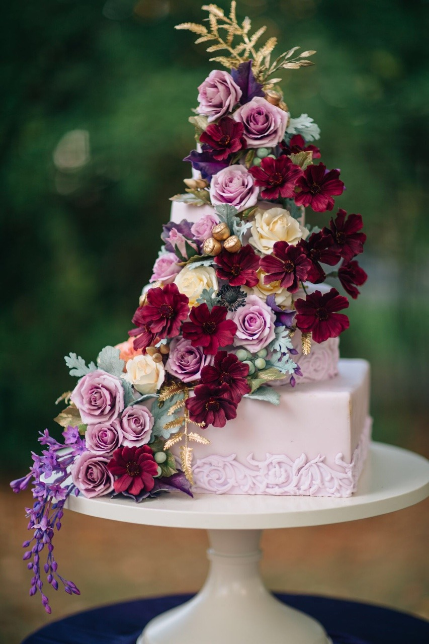 Sugar Flower Fall Wedding Cake I Mischief Maker Cakes I #mischiefmakercakes #themischiefmaker #kentuckyweddingcake #luxury #luxurywedding #bemischievious #fallweddingcake #autumnweddingcake