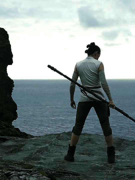 daisyridleyupdated New still of Rey from The Last Jedi – Glamrock