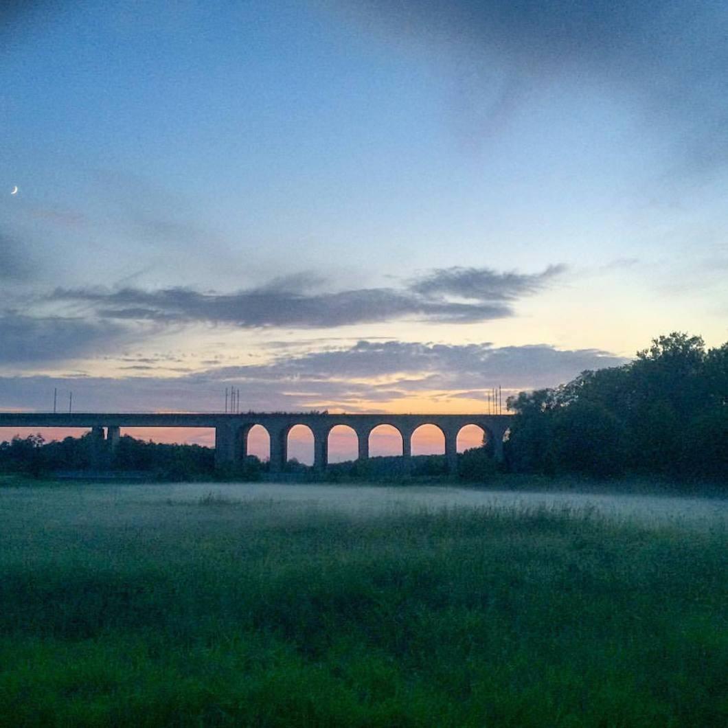Abendstimmung am Viadukt, Bielefeld 2017.#photooftheday #onephotoaday #photography #iphoneonly #iphonephotography #iphonography #colorphotography #nature #natur #naturfotografie #naturephotography #landscape #sunset #sonnenuntergang #sonne #sun #bridge #brücke #viadukt #obersee #oberseebielefeld #bielefeld #owl #teutoburgerwald (hier: Obersee)
